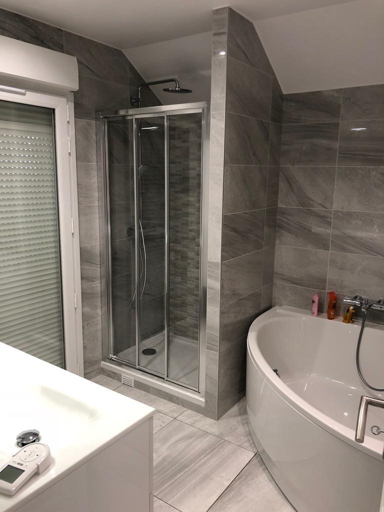 Salle d\'eau avec douche et baignoire - EURL HBC