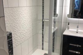 Salle de sport privative avec salle de bains